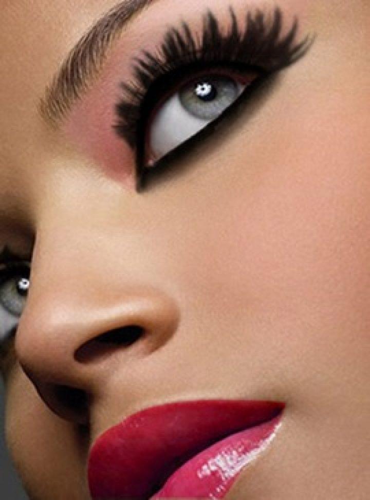 Maquilla tus ojos según su color